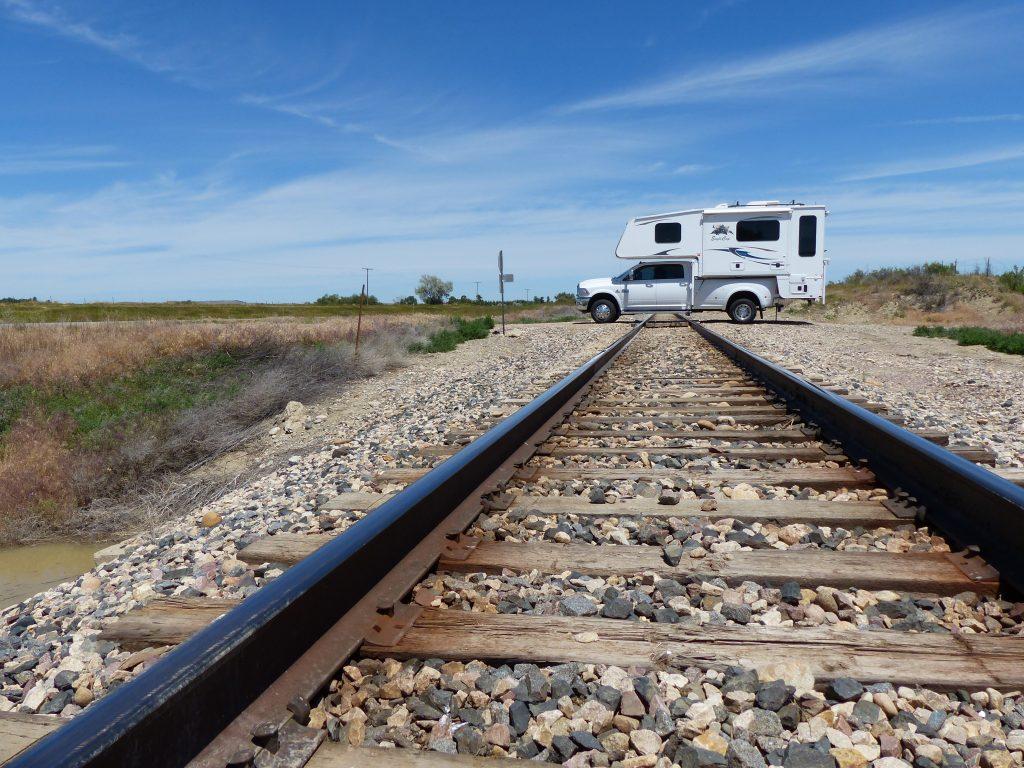 Daddieco US-310, Edgar, MT - Truck Camper Adventure